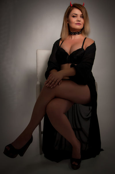 Blonde Escort in Corona California