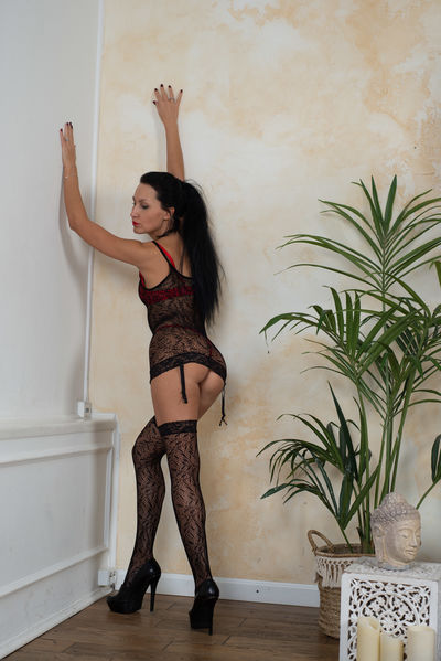 Petite Escort in Pomona California